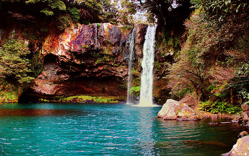 Waterfall_on_Jeju_Island_Korea